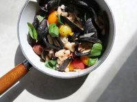 Mussels with Tomatoes and White Beans