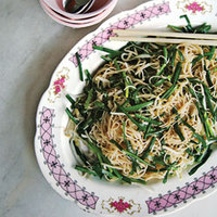 Mee Teow (Stir-Fried Rice Vermicelli with Black Pepper and Chinese Chives)