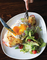 Croque Tartine Parisienne (Egg-Topped Ham and Cheese Sandwich)